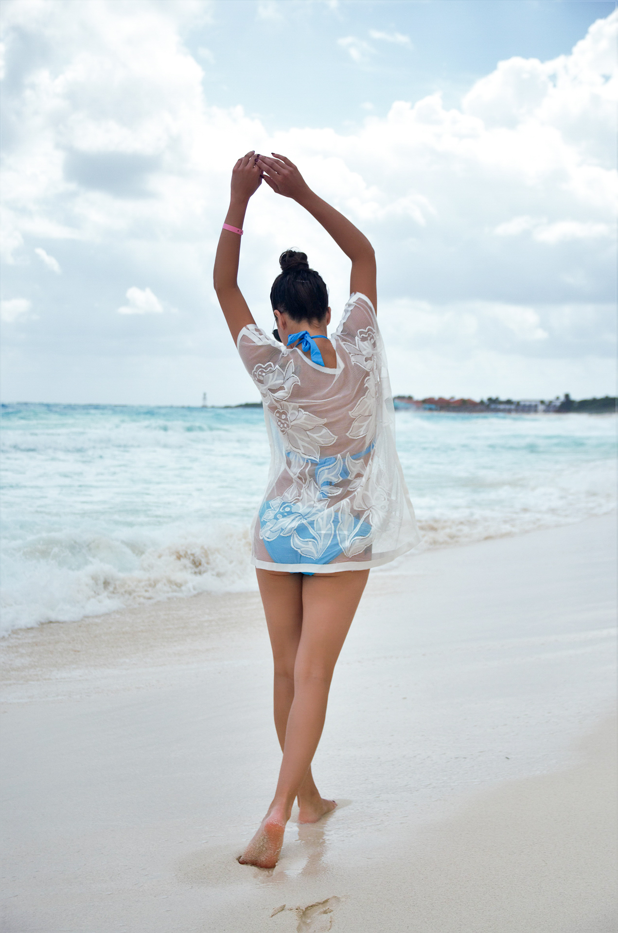 white-lace-coverup-rosewholesale-pic-3